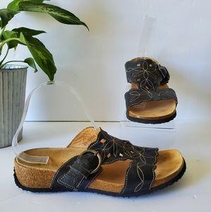 Think! Leather  T-strap Mizzi Sandal